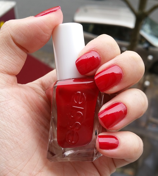 #MardiMani #5 : Bubbles Only – Essie Gel Couture