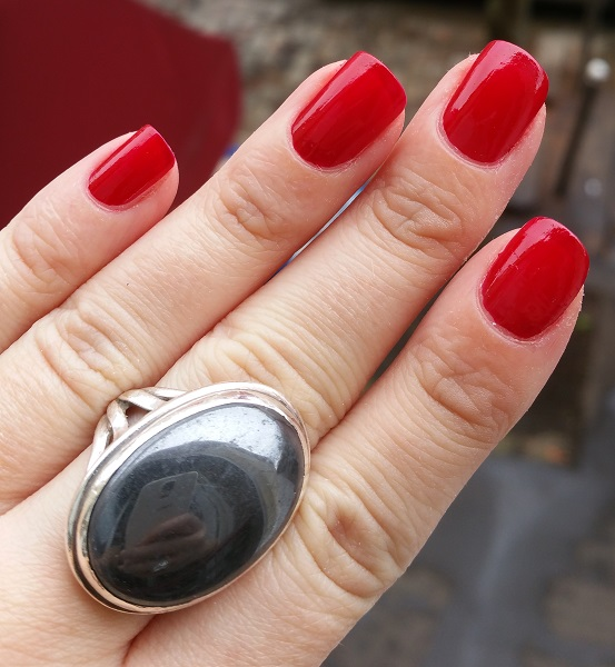 Essie Gel Couture - Bubbles Only #2.jpg