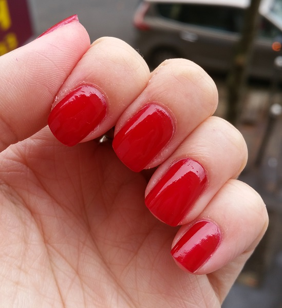 Essie Gel Couture - Bubbles Only #3.jpg