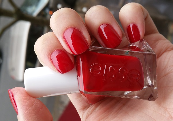 Essie Gel Couture - Bubbles Only #4.jpg
