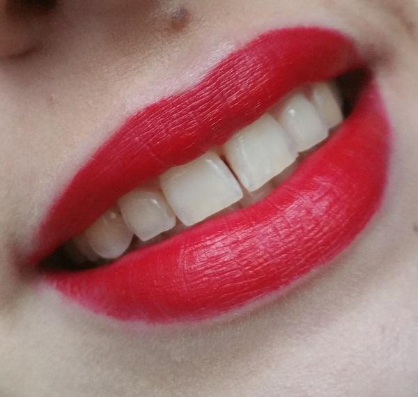 Kat von D - Studded Kiss Lipstick Underage Red #6