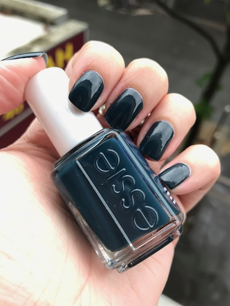 #MardiMani #71 : On Your Mistletoes – Essie
