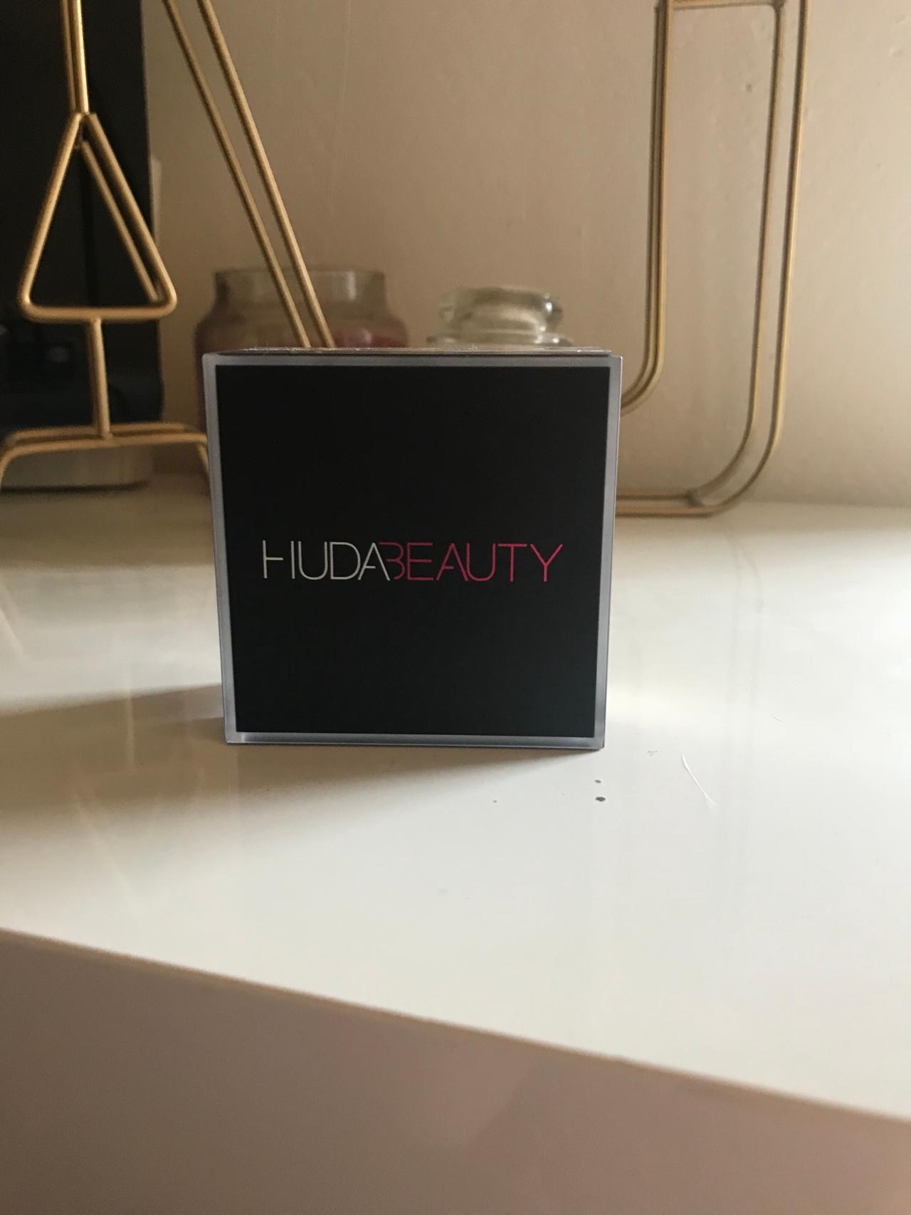 Huda Beauty – La nouvelle poudre matifiante EasyBake