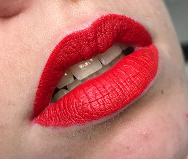 sephora - rouge veloute sans transfert 18 flame red #2